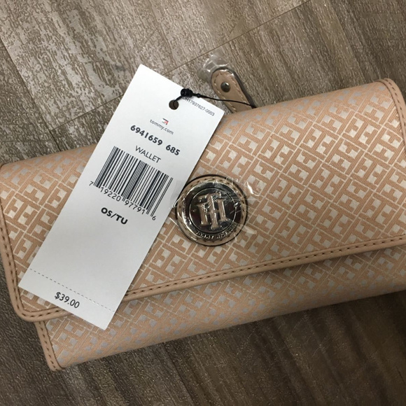 cfe31aad9af NWT Tommy Hilfiger Women Jacquard Wallet Trifold. M_5a7a48895521be793d456fef